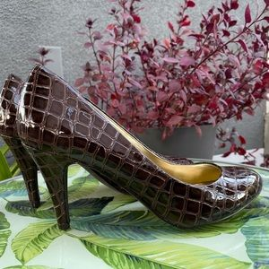Style & Co patent leather alligator print heels